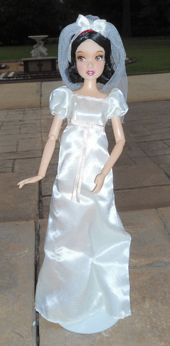 Florian  Snow White 11 Wedding Doll Set