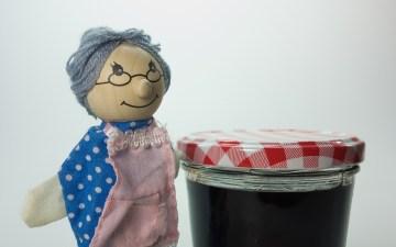 おばあちゃんの人形