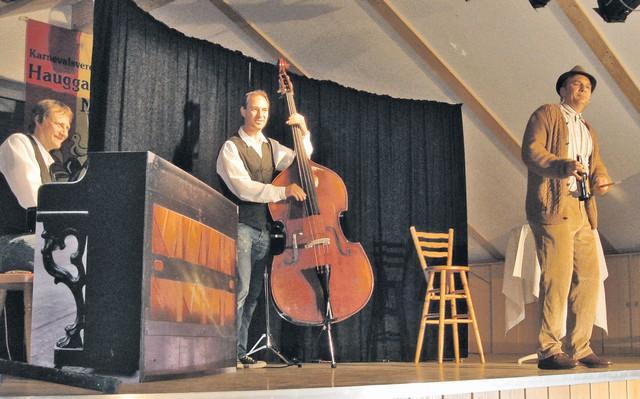 """Joachim Fritz am Klavier, Alex Hess am Bass und Eckhard Grauer alias """"Leibssle"""" liefertem dem Publikum keinen normalen Samstagabend."""