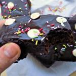Brownie de boniato trozo mordido