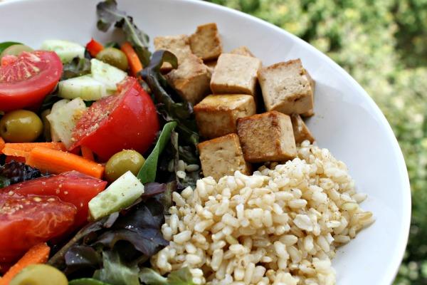 Tofu marinado con solo tres ingredientes. Como marinar tofu. Se tu Chef