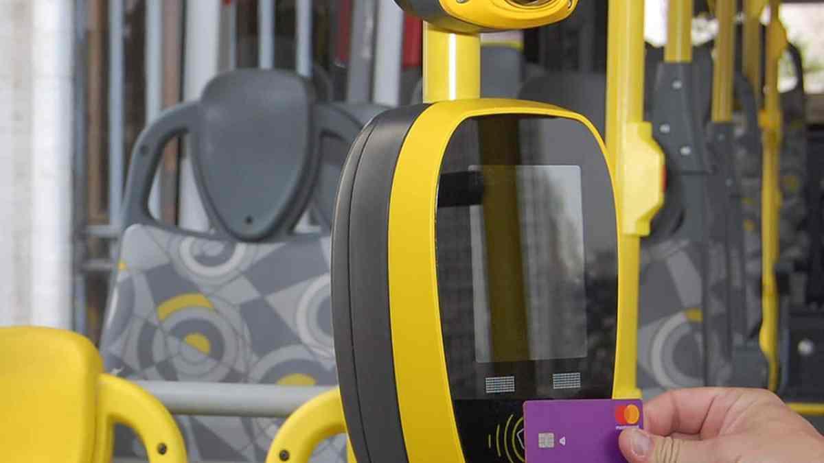 Ônibus começam a aceitar Nubank e outros cartões por aproximação