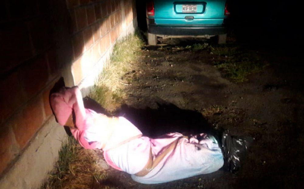 Abandonan cuerpo encobijado de una mujer en Naucalpan