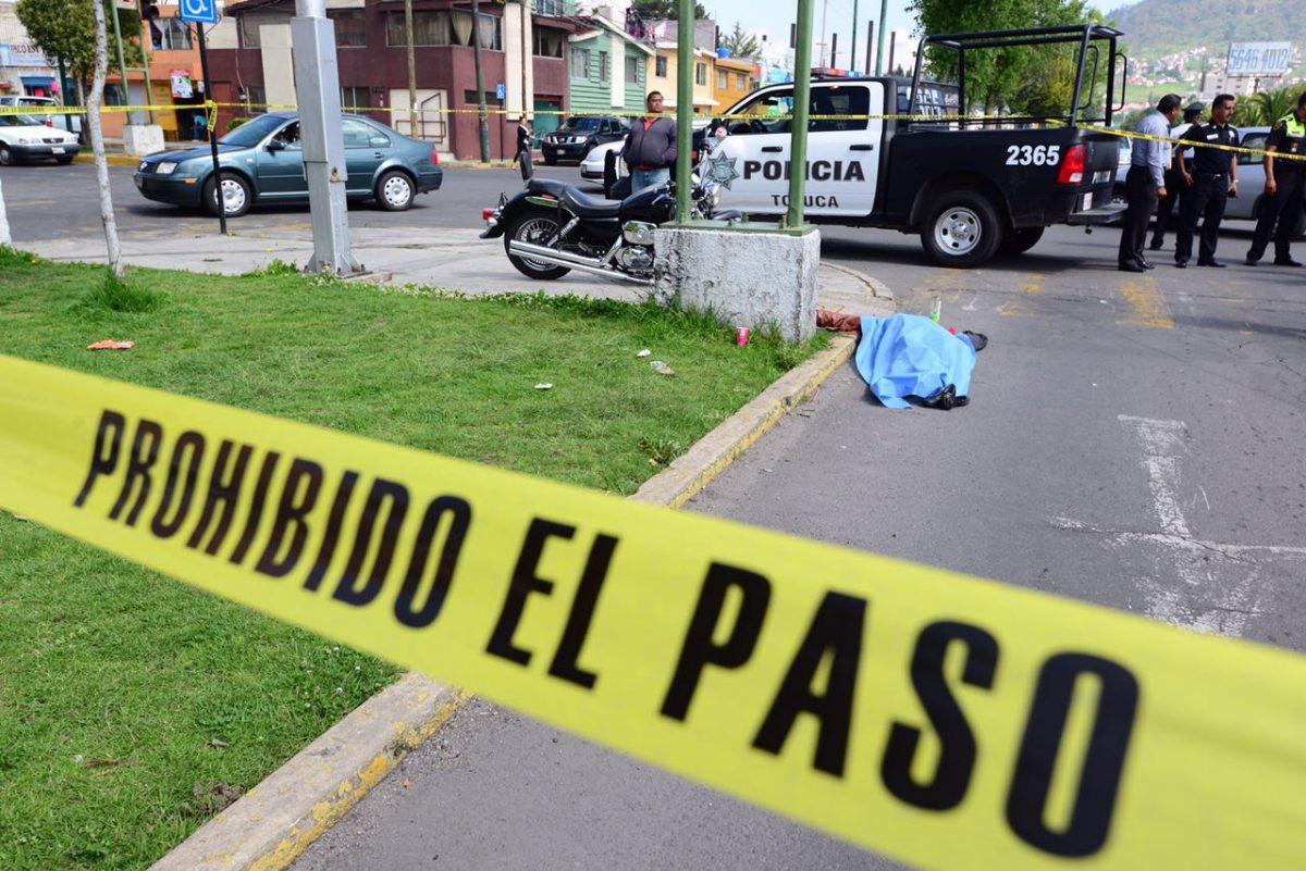 Muere al ser atropellada por moto en Toluca