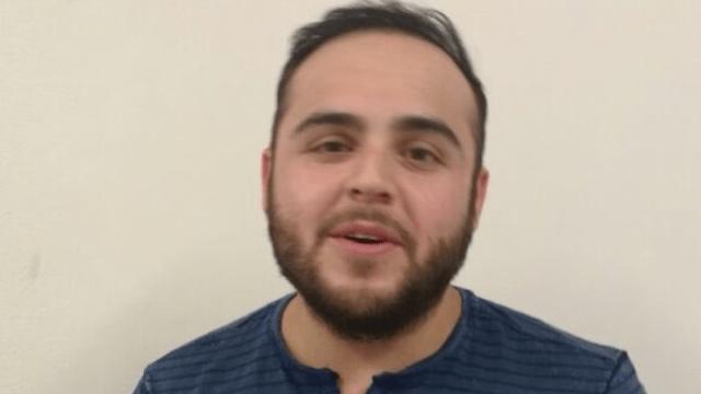 Gerardo Ortíz se muestra sonriente, tras ser detenido