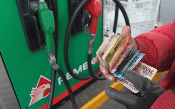 Gasolina Magna sube a 15.99 y Premium a 17.79 pesos en enero de 2017