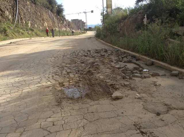 Baches incrementan accidentes y asaltos en Atizapán