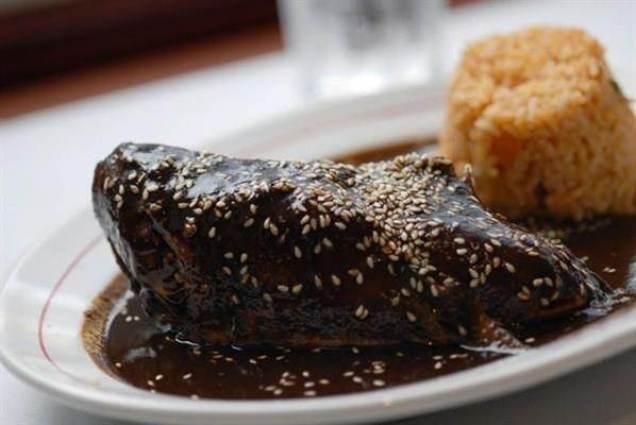 •Mole (típico de Puebla y Oaxaca)