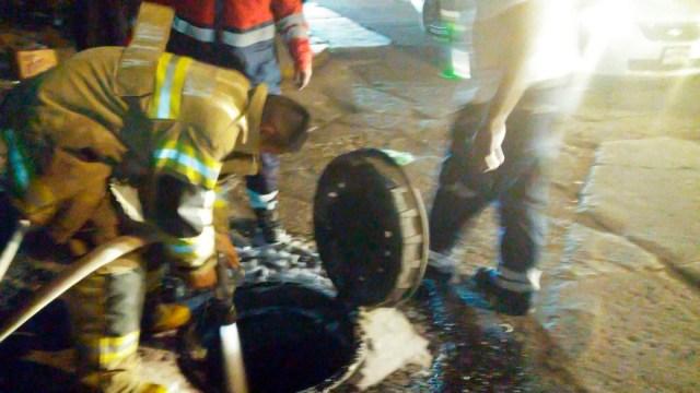 Bomberos de Toluca retiran ácido peligroso y atienden olor a gas en San Pedro Totoltepec