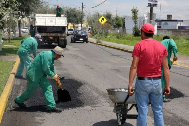 Continúa el programa permanente  de Bacheo en Metepec