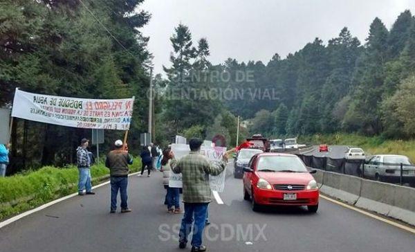 Protesta afecta circulación en la México-Toluca