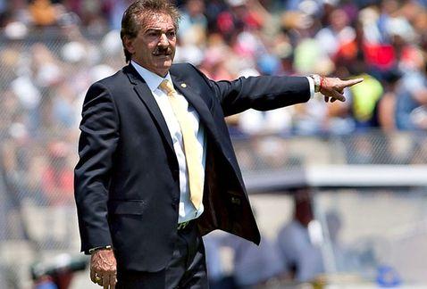 Ricardo La Volpe en su debut con América vence 2-1 a Pumas