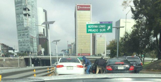 Captan doble asalto en periférico de la ciudad de México