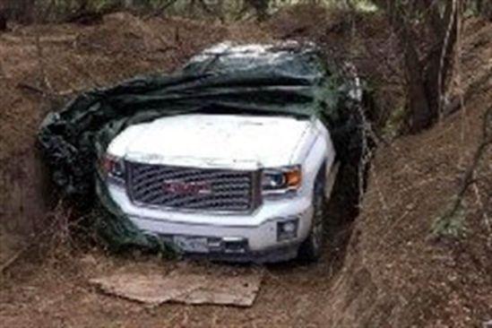 Hallan camionetas blindadas semienterradas en Tamaulipas