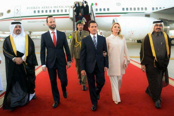 Viaja Peña Nieto con familia y amigos en giras internacionales