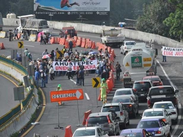 Cierran autopista México-Cuernavaca, son ejidatarios y comuneros