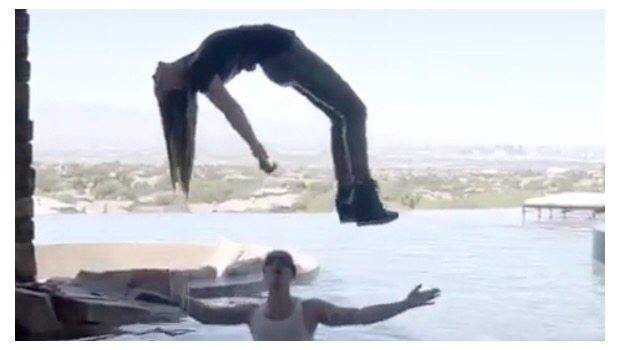 Criss Angel hace levitar a Belinda (VIDEO)