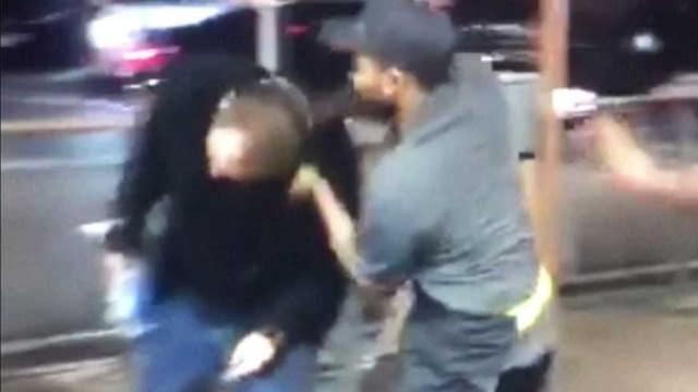 Video: Empleados de McDonald's golpean a cliente racista