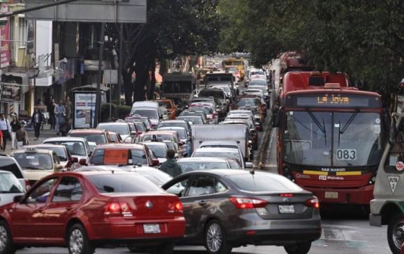 Este lunes no circulan vehículos con engomado amarillo