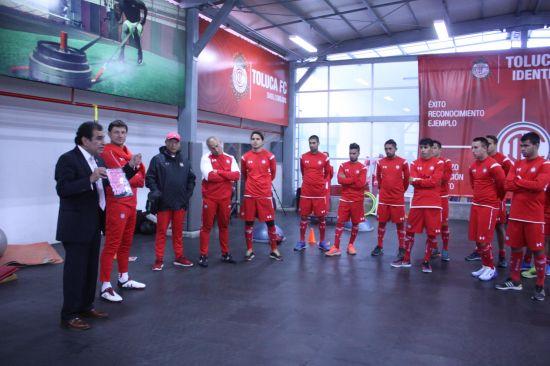 IMSS Estado de México poniente entrega lazo rosa a Club Deportivo Toluca