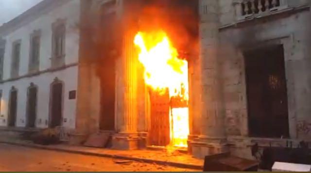 Feria del Libro en Oaxaca cancelada por disturbios