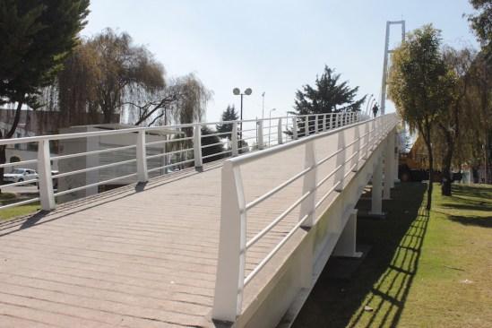Rehabilita Toluca puente peatonal que va a C.U. en Paseo Vicente Guerrero