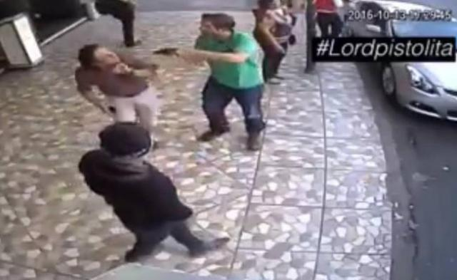 #LordPistolita encañona a hombre en la Ciudad de México