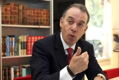 Peña envía iniciativa al Senado para que titular de PGR no sea en automático Fiscal General