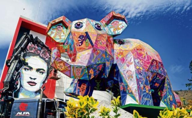 Alec Monopoly pinta a Frida Kahlo en el mexicable