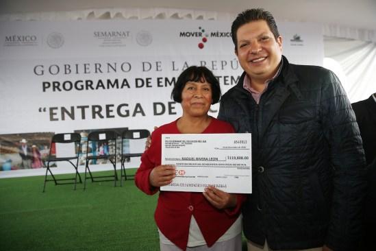Apoyan a familias metepequenses con empleo temporal