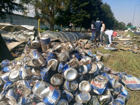 Vuelca camión de cervezas en la Toluca – Palmillas