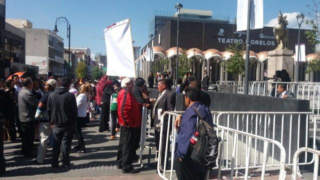 Agreden a manifestantes durante informe de gobierno en Toluca