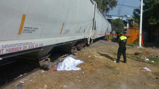 Muere mujer decapitada por intentar ganarle el paso a tren en Edomex