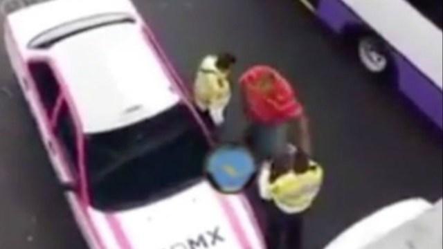 #LordTaxi golpea a policías para impedir infracción
