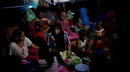 Suman 102 muertos por sismo en Indonesia