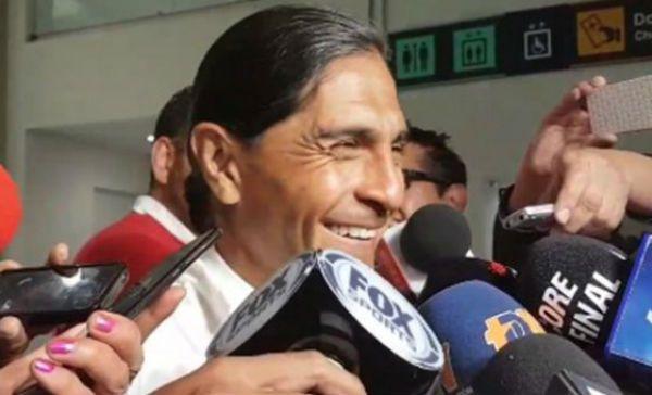 Niña trollea a Paco Palencia