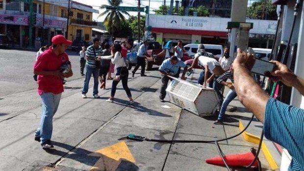 Toman gasolinera de Tapachula y regalan combustible
