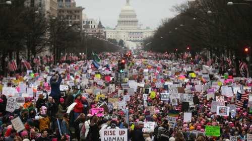 Miles de Mujeres toman las calles con 'Women's March' contra Trump