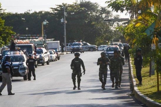 Reportan balaceras simultáneas en Cancún, atacan la fiscalía