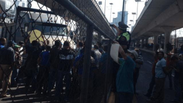 Manifestantes contra gasolinazo causan caos en Periférico Norte