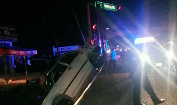 3 muertos tras choque entre camión y automóvil en Toluca