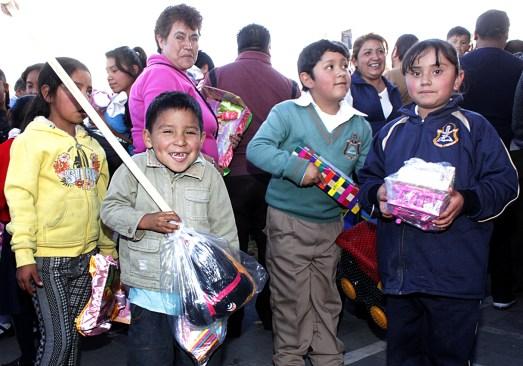 En Toluca gran festejo de Día de Reyes para los pequeños del municipio