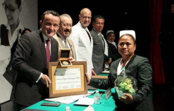IMSS premia a 2 mil 608 enfermeros y enfermeras