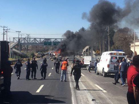 Un muerto y catorce heridos en un doble accidente en la México – Toluca