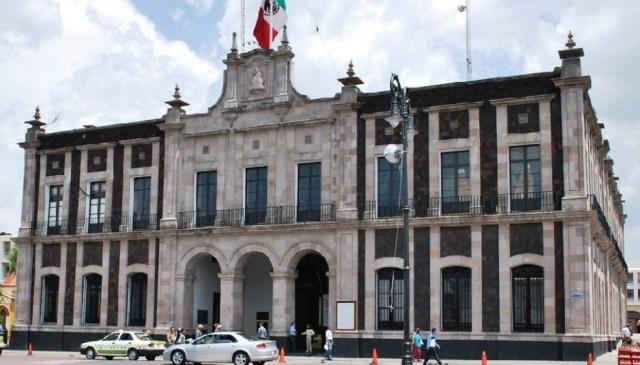 Desvíos irregulares provocan violencia dentro del Ayuntamiento de Toluca