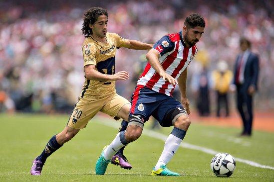 Chivas contra Pumas juegan el primer partido de la temporada