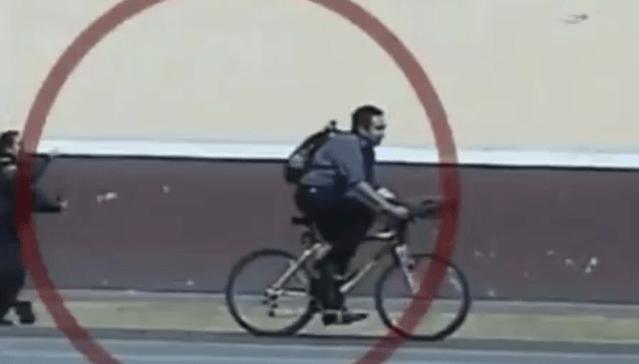 Mujer policía detiene corriendo a ladrón en bicicleta