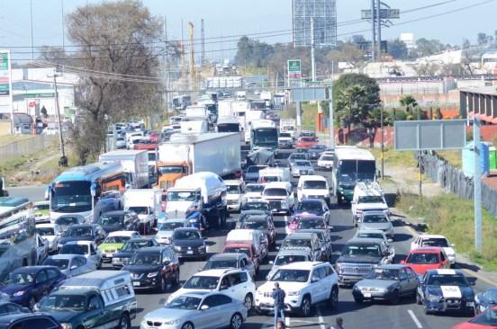 Seis horas de bloqueos dejan inconformes a miles de mexiquenses