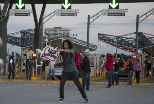 Toman aduana de Tijuana en protesta por gasolinazo