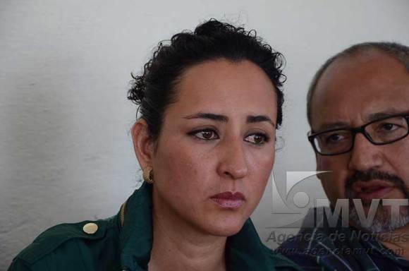 Renuncia Ana Yurixi y exige la renuncia del Omar Ortega